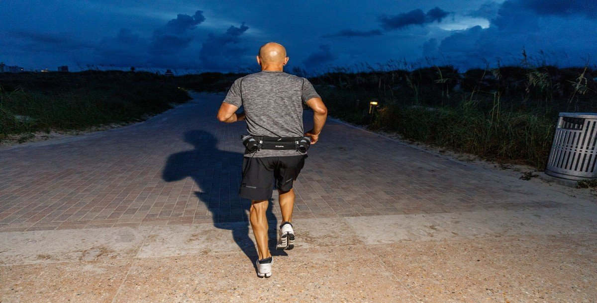 These are our 8 Tips On How To Stay Safe When Running At Night